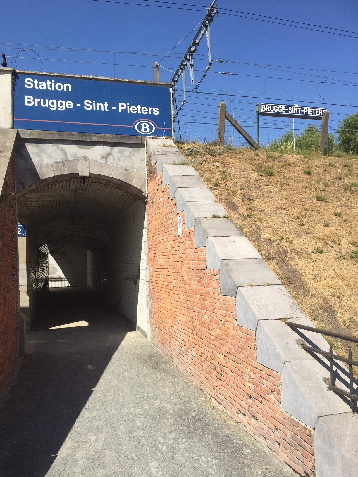 Station Brugge-Sint-Pieters signs
